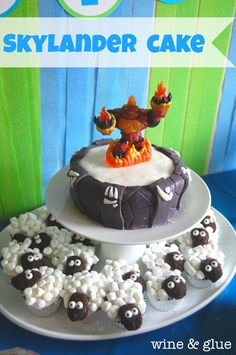 @Amanda Snelson Snelson MillerGreat Skylander Portal Cake and Sheep Cupcake tutorial from Wine And Glue Portal Cake, Skylanders Party, 6th Birthday Parties, 9th Birthday, Birthday Ideas, Birthday Cakes, Sheep Cupcakes, Fondant Cupcakes, Wine Cupcakes