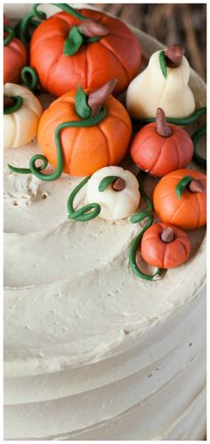 Pumpkin Spice Latte Cake ~ Pumpkin spice flavoured cake with an espresso buttercream. Holiday Foods, Holiday Desserts, Sweet Desserts, Thanksgiving Recipes, Fall Recipes, Holiday Recipes, Coffee Buttercream, Cupcake Cakes, Cupcakes