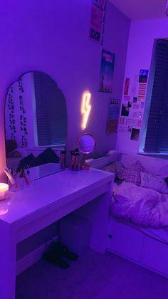 Indie Room Decor, Cute Bedroom Decor, Bedroom Decor For Teen Girls, Room Design Bedroom, Teen Room Decor, Room Ideas Bedroom, Bedroom Inspo, Chill Room, Cozy Room