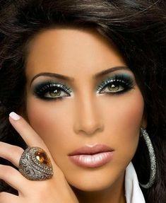 A las morenas nos toca apañarnos e improvisarmás, cuando de maquillarnos se trata , el ensayo y error es nuestro …