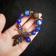 Вот такой красивый браслет!! Крупные бусины лэмпворк, Лазурит, матовое стекло, керамические бусины, хрусталь, бронзовая фурнитура. Цена 3000р Серьги уже проданы #guzelia_вналичии