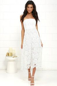 The BB Dakota Eleanor Ivory Lace Strapless Midi Dress is perfect for garden parties, galas, and elegant gatherings! This floral lace stunner has an strapless bodice (with no slip strips and hidden boning) and princess seams. The lightly flared midi skirt ends with sheer lace towards the hem. Hidden zipper/hook clasp at back.