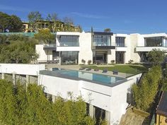 Visually Stunning White Contemporary Home | http://www.designrulz.com/design/2014/05/visually-stunning-white-contemporary-home/