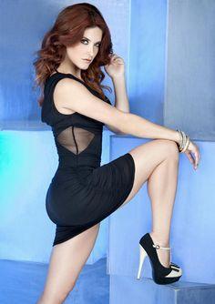 Tania Riquenes, sexy conductora - RÉCORD