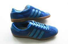 OG Adidas Montreal shows parentage to the new Hochelaga. Adidas Og, Adidas Sneakers, Cute Shoes, Me Too Shoes, Football Casuals, Striped Shoes, Vintage Adidas, Sneaker Brands, Vintage Shoes