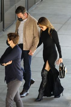 #JenniferLopez JENNIFER LOPEZ and Ben Affleck Out in West Hollywood 10/03/2021 Ben Affleck, West Hollywood, Jennifer Lopez, Style, Fashion, Swag, Moda, Fashion Styles, Jenifer Lopes