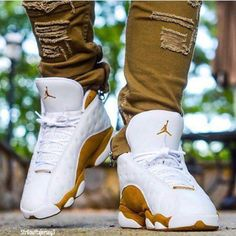 There is 1 tip to buy shoes, white, gold, jordans. Nike Shoes Photo, Nike Air Shoes, Nike Shoes Outlet, Sneakers Nike Jordan, Jordan Shoes For Men, Air Jordan Shoes, Cute Sneakers, Shoes Sneakers, Sneakers Style