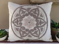 Hand Embroidery Patterns, Embroidery Applique, Embroidery Designs, Natural Cushions, Bordados E Cia, Crochet Rug Patterns, Punch Needle, Embroidery Techniques, Rug Hooking