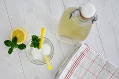 Rezept • Selbstgemachter Zitronen-Melissen Saft Juice, Homemade, Drinking, Recipes