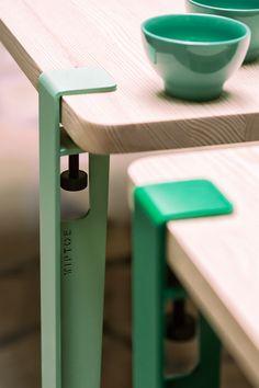 Le pied TIPTOE 40cm OUTDOOR se fixe en quelques secondes sur n'importe quel support à l'aide d'une vis de serrage pour créer un table basse ou un banc pour un jardin, une terrasse ou une verrière. Les pieds TIPTOE OUTDOOR sont fabriqués en acier thermo-laqué dans les meilleurs ateliers d'Europe et ont fait l'objet d'un traitement spécial pour l'extérieur (peinture grainée 100% polyester anti-UV et anti-corrosion). BESOIN D'UN MEUBLE COMPLET POUR L'EXTERIEUR? Trouvez le dans notre sélection…