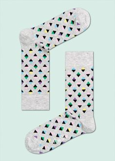 Mini diamond socks are filled with tiny triangles of colour that unite to construct shapes that glisten. Black joins blue, purple, pink, yellow and green for discreet style that can be worn under any outfit. Men and women will love the feel of soft and snug combed cotton against their feet. PATTERN: Mini Diamond, COMPOSITION: 80% Combed Cotton, 17% Polyamide, 3% Elastane. www.HappySocks.com