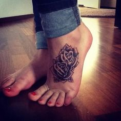 87 Woman Foot Tattoos