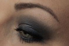 Step by Step: ARTDECO Starry Sky Mineral Baked Eyeshadow 43 http://www.magi-mania.de/monokel-makeup-artdeco-starry-sky-soloauftritt/
