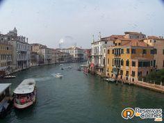 Gran Canal de Venecia. ¿No es increible?   Recorre Italia en coche con http://www.reservasdecoches.com/paises/alquiler-de-coches-italia/ #italia #Venecia #canales #grancanal #sitiosdeinteres #viajes