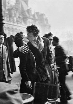 'The Kiss' Robert Doisneau, 1950