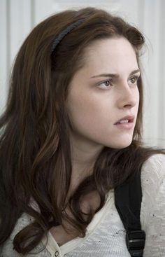kristen-stewart-as-bella-swan-in-twilight2.jpg (450×700)