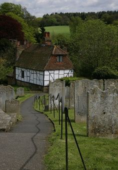 Cottage in Kent, South Eastern England. Kent England, England Ireland, England And Scotland, The Places Youll Go, Places To Go, Medieval Village, English Village, British Countryside, Place Of Worship