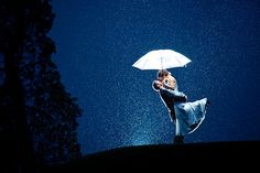 Couples who were granted snow or rain on their big day! Here is a collection of 20 breathtaking wedding photos with backlit light. Night Wedding Photography, Wedding Photography Styles, Wedding Photography Inspiration, Photography School, Wedding Inspiration, Photography Pricing, Digital Photography, Family Photography, Photography Ideas