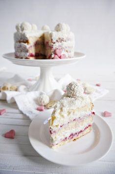 Rafaello coconut cake with raspberry jam - Cake Recipes Strawberry Ideen Raspberry Jam Cake Recipe, Raspberry And Almond Cake, Strawberry Cream Cakes, Strawberry Cake Recipes, Sweet Recipes, Snack Recipes, Unique Desserts, Pastel, Almond Cakes