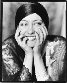 Gloria Swanson photographed by Edward Steichen, 1924