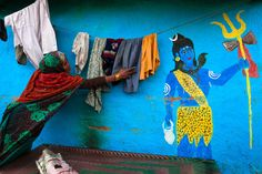 Colorful house with a painted Hindu god Shiva on the wall, in the Moti Bagh slums in the heart of New Delhi, India. Om Namah Shivaya, New Delhi, Delhi India, Namaste, History Of India, Indian People, Textiles, Color Of Life, Incredible India