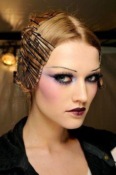 Runway Hair, Runway Makeup, Dior Makeup, Beauty Makeup, Hair Beauty, 1920s Makeup, Alexander Mcqueen, High Fashion Makeup, Fashion Beauty