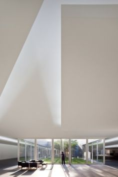 Gallery - Amore Pacific Research & Design Center / Alvaro Siza, Carlos Castanheira and Kim Jong Kyu - 11 Space Architecture, Contemporary Architecture, Amazing Architecture, Yongin, Luz Natural, Painted Vanity, Light And Space, Kengo Kuma, Toyo Ito