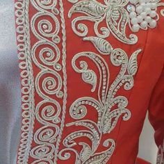 Types Of Embroidery, Hand Embroidery Designs, Embroidery Dress, Ribbon Embroidery, Embroidery Stitches, Embroidery Patterns, Motif Soutache, Gold Work, Stitch Design