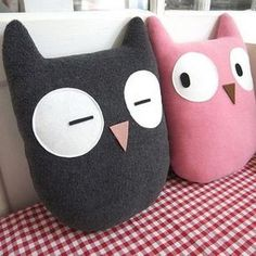 How to make handmade gifts that you can easily do at home? - How to make handmade gifts that you can easily do at home? Sewing Toys, Sewing Crafts, Sewing Projects, Felt Crafts, Fabric Crafts, Diy And Crafts, Cute Pillows, Kids Pillows, Owl Pillows