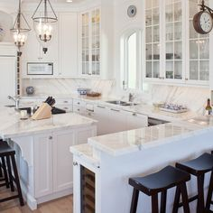 We have prepared many decorating ideas for white kitchen models. You can browse the 'white kitchen models' that will inspire you. Small White Kitchens, White Marble Kitchen, White Kitchen Island, Cool Kitchens, Dream Kitchens, Tuscan Kitchens, Luxury Kitchens, Beautiful Kitchens, Kitchen Peninsula