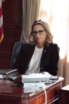 Tea Leoni's hair on Madame Secretary is my goal! I love it.