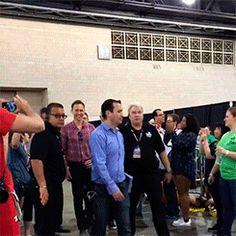 Tom Hiddleston at Wizard World Comic Con in Philadelphia (04.06.16). Video: https://www.instagram.com/p/BGQP6haJm3D/
