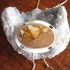 Ontwerp van Karen Klein edelsmid. Grote zilveren hanger met een landschaps jaspis.