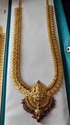 Gold Bangles Design, Gold Earrings Designs, Gold Jewellery Design, Gold Temple Jewellery, Gold Mangalsutra Designs, Gold Jewelry Simple, Gold Necklace, Jewels, Blouse