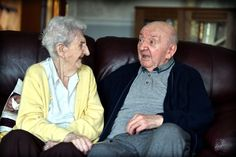 98 Yaşındaki Anne, 80 Yaşındaki Oğluna Bakabilmek için Huzur Evine Yerleşti!