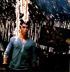 more Dylan O'Brien dancing on set of Maze Runner