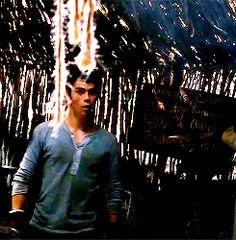 more Dylan O'Brien dancing on set of Maze Runner