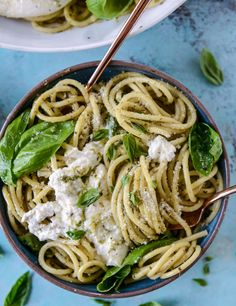 pesto pasta with burrata from sweet eats Pesto Pasta, Pasta Recipes, Dinner Recipes, Cooking Recipes, I Love Food, Good Food, Vegetarian Recipes, Healthy Recipes, Le Diner