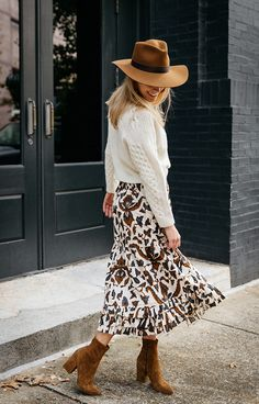 4 Essential Outfits for Fall - The Scout Guide Early Fall Outfits, Casual Fall Outfits, Fall Winter Outfits, Autumn Winter Fashion, Stylish Outfits, Autumn Fashion Women Fall Outfits, Fall Outfit Ideas, October Outfits, Modest Fashion