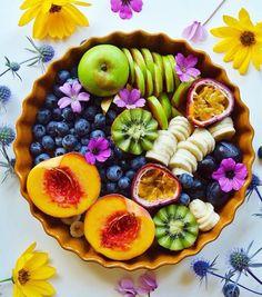 @yosoylaprincesa Delicious Fruit, Yummy Food, Raw Food Recipes, Healthy Recipes, Fresh Fruit Salad, Food Substitutions, Smoothies, Food Platters, Food Goals