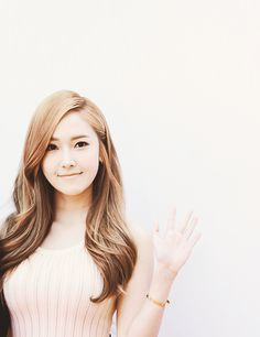 i think me and jesicca have the same face shape? the only girl idol im jealous of is jessica, shes so perfect