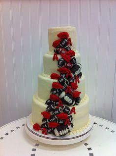 Razorback themed wedding cake (chocolate footballs and fondant razorbacks) great idea for NY GIANTS Football Wedding, Sports Wedding, Our Wedding, Dream Wedding, Razorback Cake, Arkansas Razorbacks, Pretty Cakes, Beautiful Cakes, Amazing Cakes