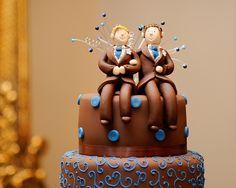 Super cute gay wedding topper. ouah  au  chocolate,,,,et  2  hmmmmm    ens,,,,   ,