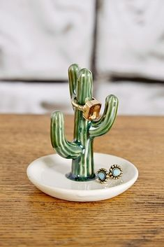 Oola Cactus Ring Holder - Cell Phone Ring Stand - Ideas of Cell Phone Ring Stand - Oola Cactus Ring Holder Ceramic Clay, Ceramic Pottery, Pottery Art, Clay Art Projects, Clay Crafts, Diy Deco Rangement, Cactus Decor, Cactus Cactus, Indoor Cactus
