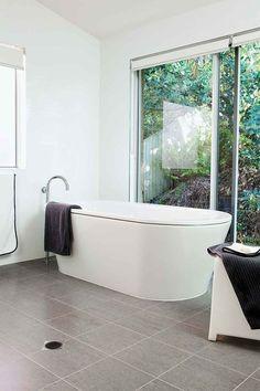 Useful Walk-in Shower Design Ideas For Smaller Bathrooms – Home Dcorz Diy Bathroom Remodel, Bathroom Renos, Bathroom Fixtures, Bathroom Cabinets, Washroom, Bathroom Remodeling, Old Bathrooms, Small Bathroom, Master Bathroom