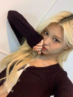 Bleach Blonde, Blonde Hair, Blonde Asian, Tighter Skin, Just Girl Things, Kpop Outfits, Fair Skin, Korean Beauty, Ulzzang Girl