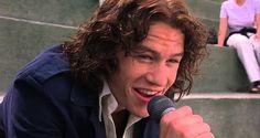 """Heath Ledger canta """"Can't Take My Eyes Off You"""" no filme """"10 Coisas Que Eu Odeio em Você"""""""
