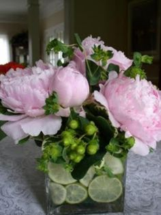 spring/summer party - add fruit slices to your flower vases