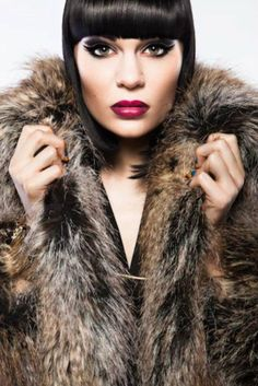 Jessie J - Another great European talent. She's got the soulfulness of Adele with the edginess of Lady Gaga. Stunning Eyes, Beautiful Lips, Beautiful Women, Jessie J Price Tag, Model Photographers, My Idol, Celebs, Top Celebrities, Glamour