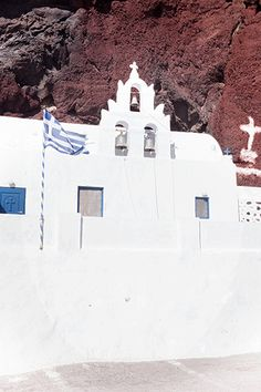 Santorini in winter: visiting the Red Beach - One Quarter Greek Red Beach Santorini, Santorini Greece, Beach Aesthetic, Travel Aesthetic, Archaeological Site, Most Visited, Winter Time, Weekend Getaways, Travel Ideas